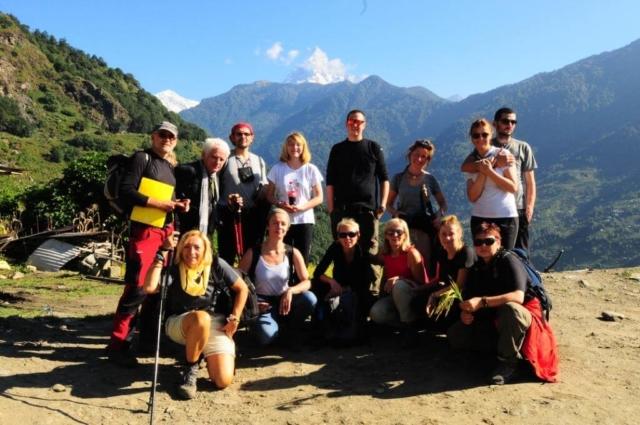 Grupa uczestników pleneru artystycznego adventure-expeditionw rejonie Annapurny