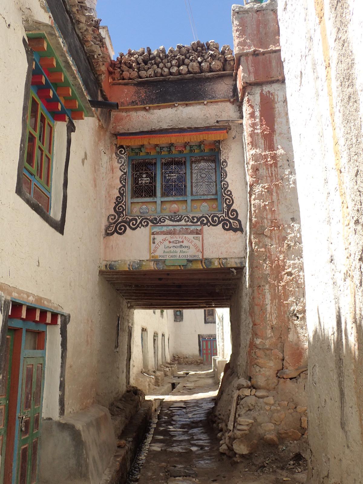 Uliczka w Lomantang - fot. Jerzy kostrzewa