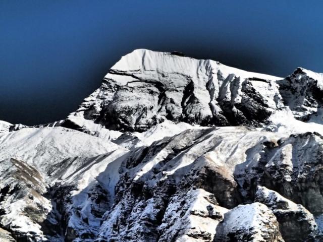 Tent Peak w Masywie Annapurny - fot. Jerzy Kostrzewa