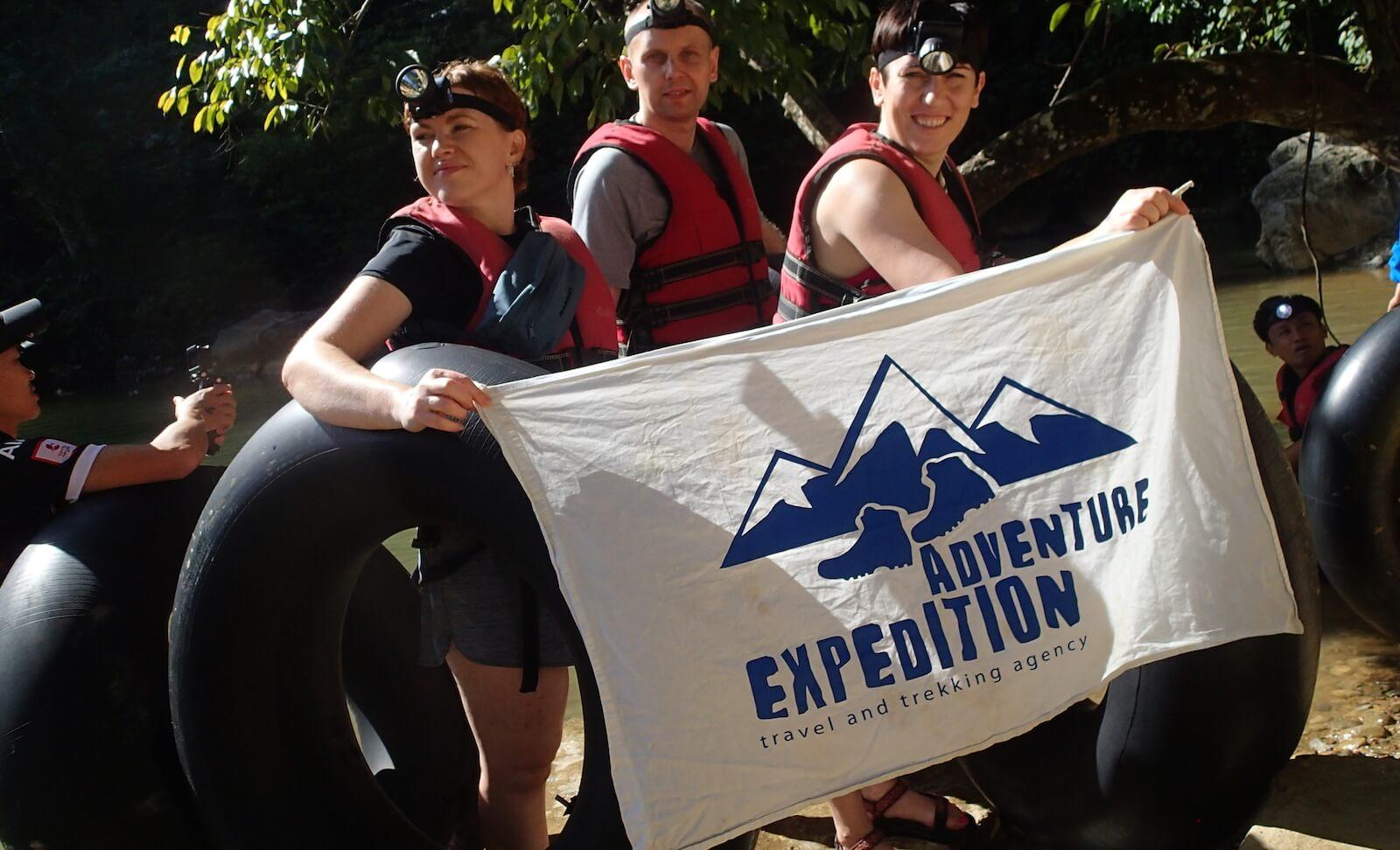 Nasza grupa adventure przed spływem na dętkach do jaskini - fot. Jerzy Kostrzewa