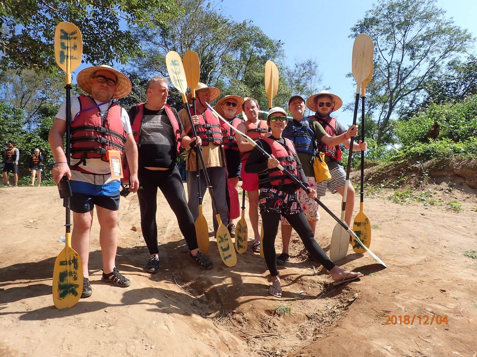 Nasza grupa adventure przed spływem rzeką Nang Song - fot. Jerzy Kostrzewa