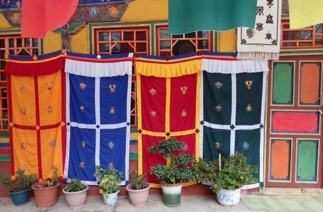 Na uliczce w Lhasie , Tybet , fot.Jerzy Kostrzewa