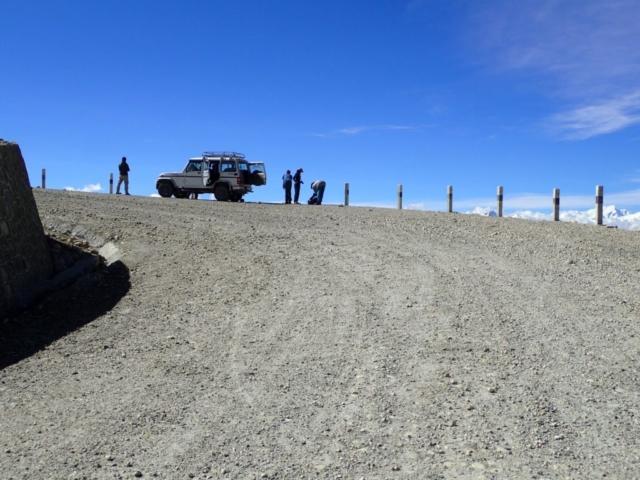 Na drodze w kierunku granicy z Chińskim Tybetem , Mustang - fot. Jerzy Kostrzewa