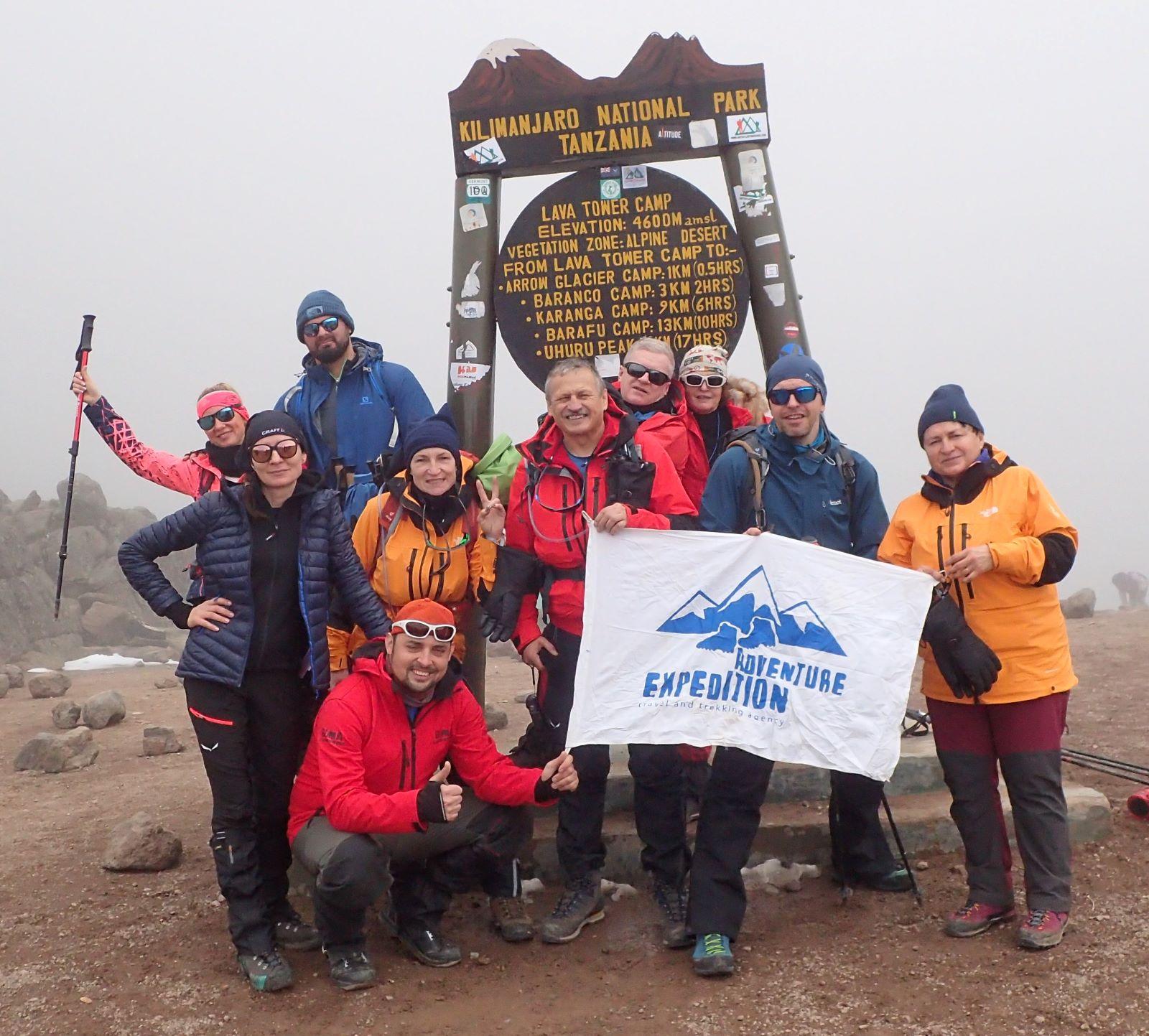 Grupa adventure-expedition pod Lava Tower, fot. Jerzy Kostrzewa