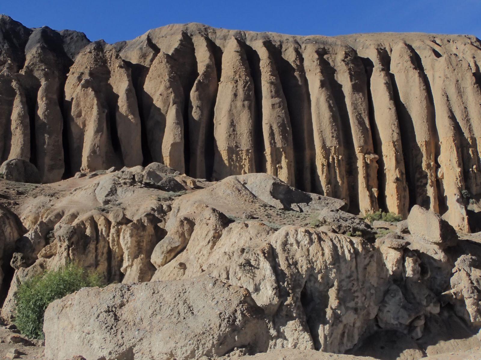 Skalne formacje w Mustangu - fot. Jerzy Kostrzewa