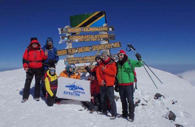 Na szczycie Kilimanjaro , Uhuru peak 5895 m npm fot. Jerzy kostrzewa