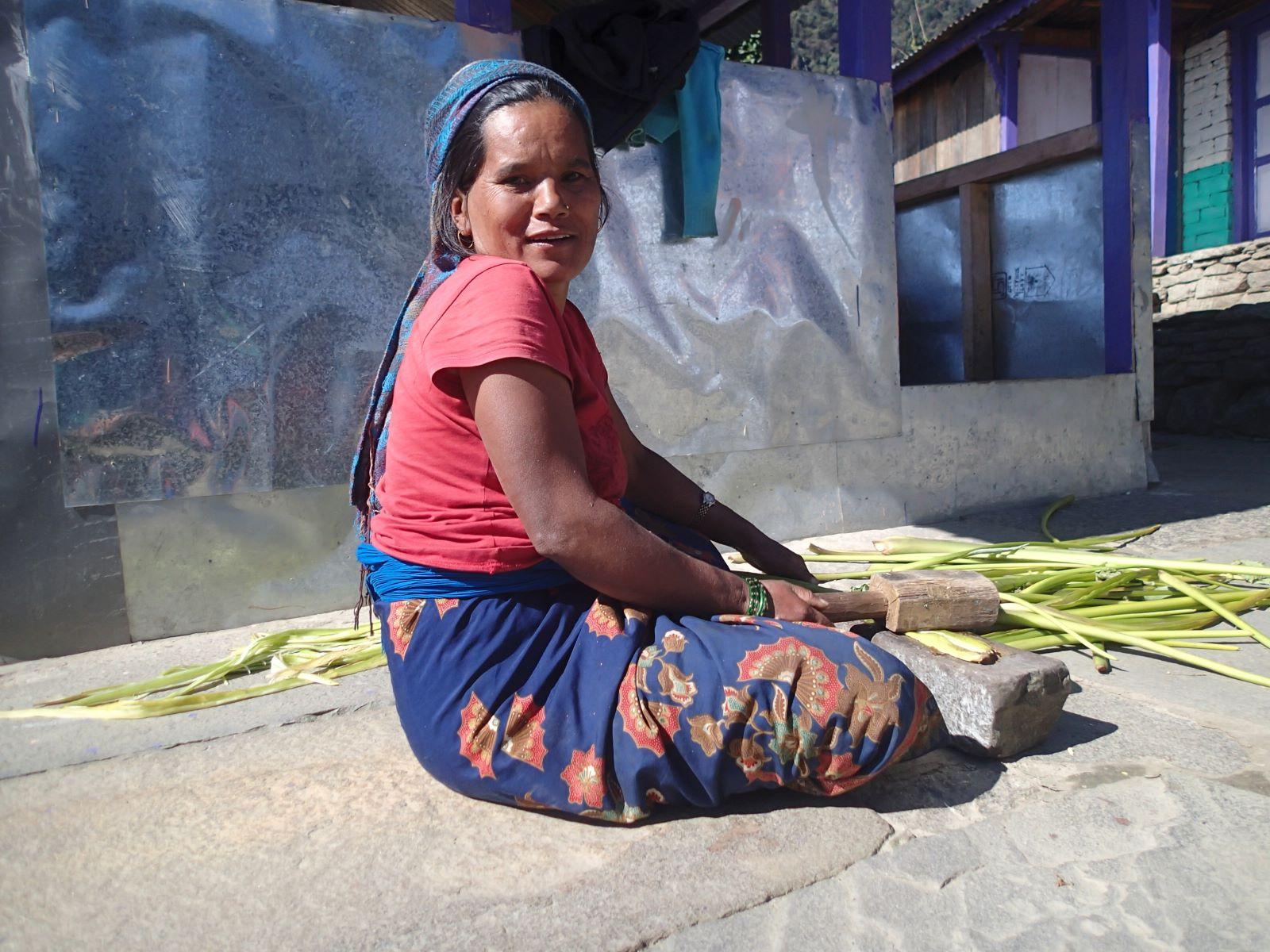 Kobieta z wioski pod Annapurną , fot. Jerzy Kostrzewa