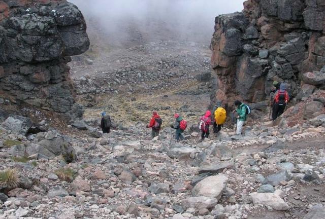 Zejście z pod Lava Tower, fot. Jerzy Kostrzewa