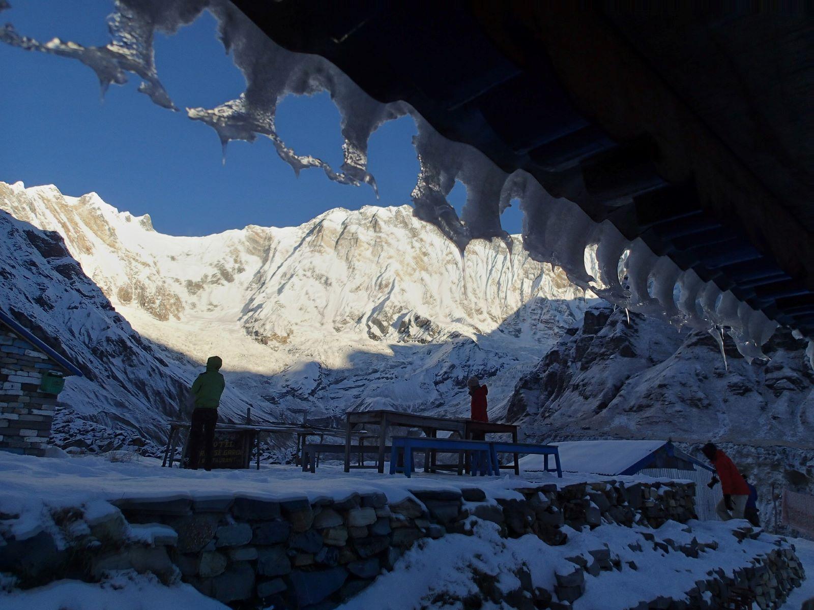Poranek w Annapurna BC fot. Jerzy Kostrzewa