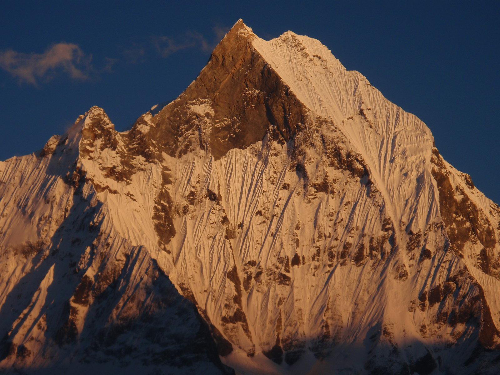 Machapuchare widziana z Sanktuarium Annapurny fot. Jerzy Kostrzewa
