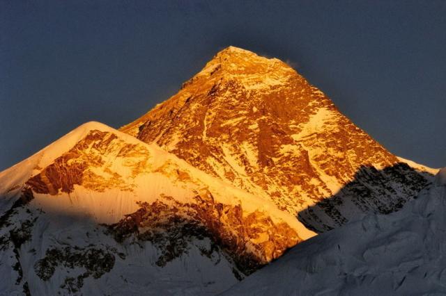 Everest z Kalapatar o zachodzie słonca fot. Jerzy Kostrzewa