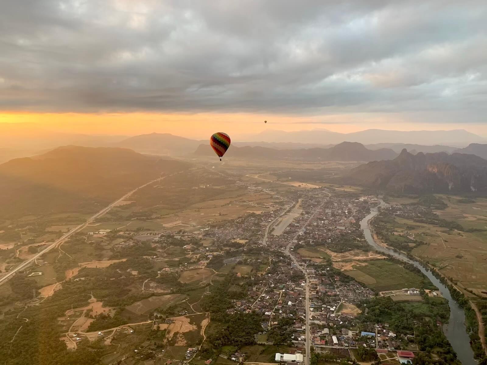 Balonem nad vang Vieng - fot. Rafał Niedzielski