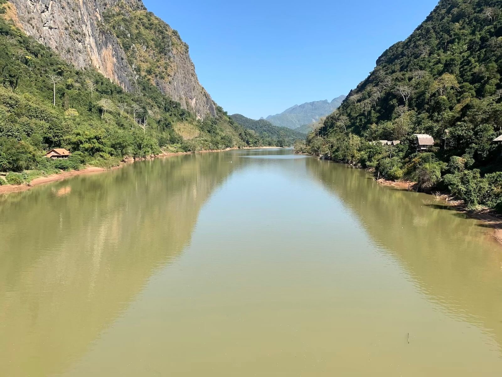 Rzeka Ou w Nong Khiaw - fot. Rafał Niedzielski
