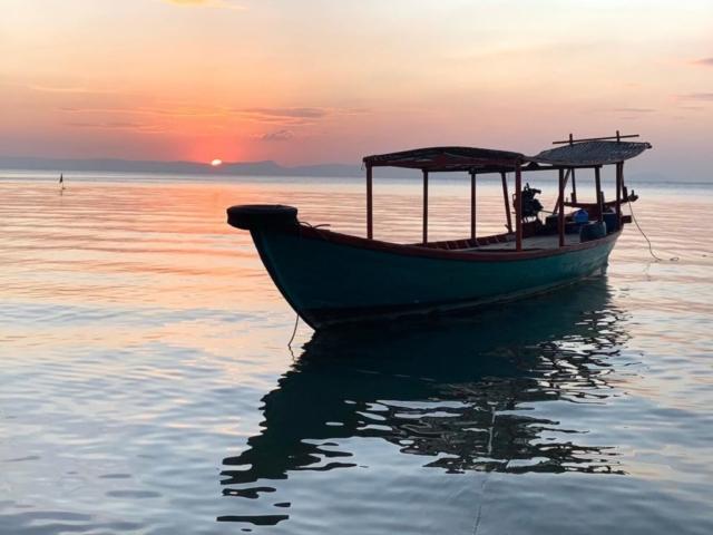 Zachód na wyspie Rabit - Kambodża - fot. Rafał Niedzielski