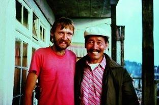 Na zdjęciu od prawej Tenzing Norgay i Jerzy Kostrzewa , fot z 1983 r Darjeling